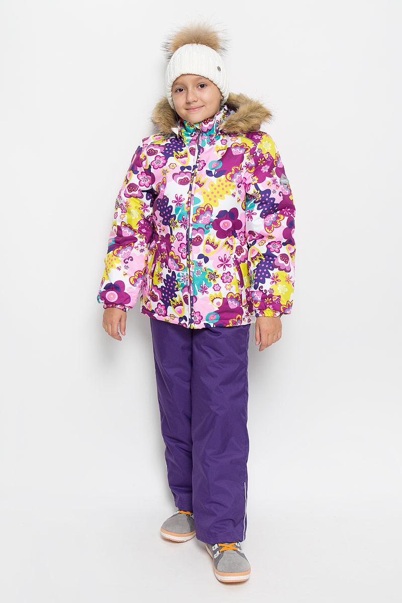 41950030-61303Комплект верхней одежды для девочки Huppa Wonder состоит из куртки и полукомбинезона. Комплект выполнен из водонепроницаемой и ветрозащитной ткани. Ткань с обратной стороны покрыта слоем полиуретана с микропорами, который препятствует прохождению воды и ветра, но в то же время, позволяет испаряться влаге, выделяемой телом. Материал имеет высокие показатели износостойкости. Сплетения волокон в тканях выполнены по специальной технологии, которая придает ткани прочность и предохраняет от истирания. В качестве наполнителя используется HuppaTerm - высокотехнологичный легкий синтетический утеплитель нового поколения. Уникальная структура микроволокон не позволяет проникнуть внутрь холодному воздуху, в то же время удерживая теплый между волокнами, обеспечивая высокую теплоизоляцию. Основные швы проклеены водостойкой лентой. Изделие легко стирается и быстро сохнет. Куртка с капюшоном и воротником-стойкой застегивается на пластиковую молнию с защитой подбородка. Модель...
