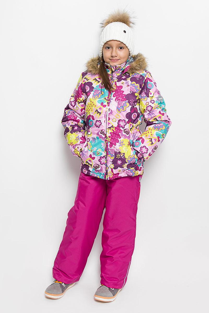 Комплект верхней одежды41950030-61303Комплект верхней одежды для девочки Huppa Wonder состоит из куртки и полукомбинезона. Комплект выполнен из водонепроницаемой и ветрозащитной ткани. Ткань с обратной стороны покрыта слоем полиуретана с микропорами, который препятствует прохождению воды и ветра, но в то же время, позволяет испаряться влаге, выделяемой телом. Материал имеет высокие показатели износостойкости. Сплетения волокон в тканях выполнены по специальной технологии, которая придает ткани прочность и предохраняет от истирания. В качестве наполнителя используется HuppaTerm - высокотехнологичный легкий синтетический утеплитель нового поколения. Уникальная структура микроволокон не позволяет проникнуть внутрь холодному воздуху, в то же время удерживая теплый между волокнами, обеспечивая высокую теплоизоляцию. Основные швы проклеены водостойкой лентой. Изделие легко стирается и быстро сохнет. Куртка с капюшоном и воротником-стойкой застегивается на пластиковую молнию с защитой подбородка. Модель...