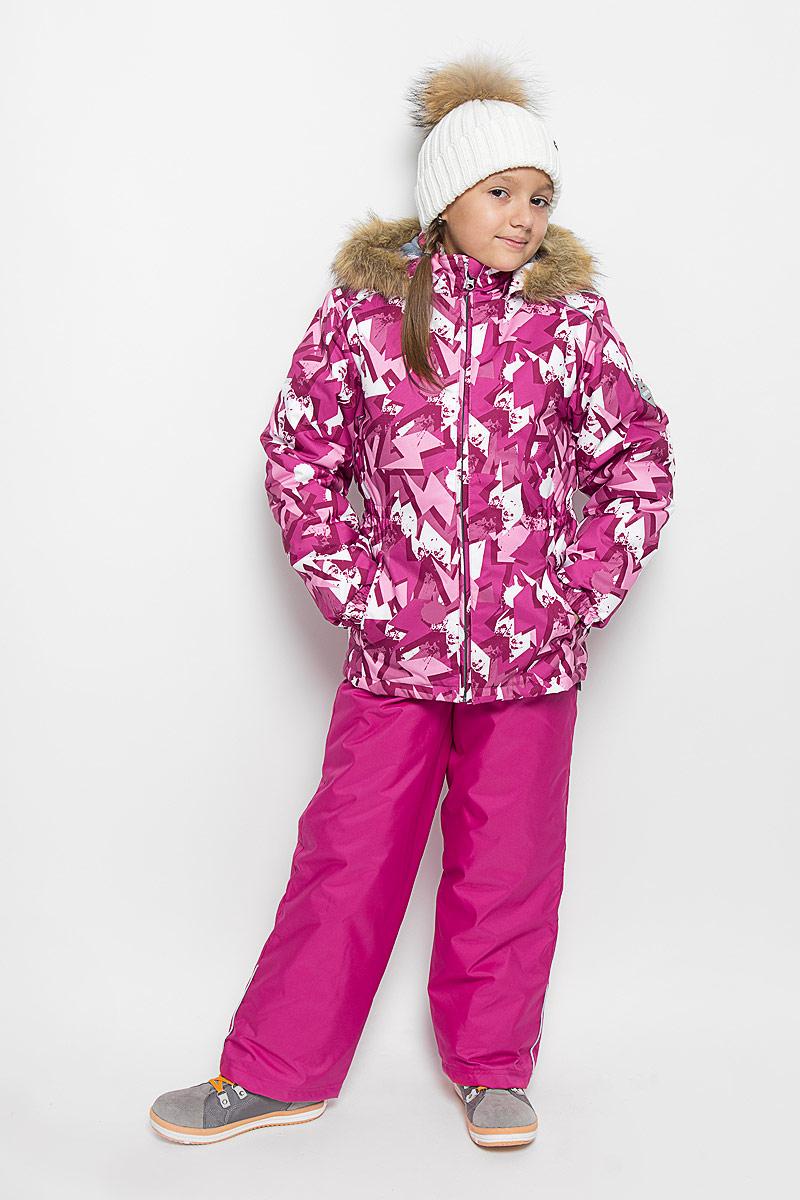 41950030-63463Комплект верхней одежды для девочки Huppa Wonder состоит из куртки и полукомбинезона. Комплект выполнен из водонепроницаемой и ветрозащитной ткани. Ткань с обратной стороны покрыта слоем полиуретана с микропорами, который препятствует прохождению воды и ветра, но в то же время, позволяет испаряться влаге, выделяемой телом. Материал имеет высокие показатели износостойкости. Сплетения волокон в тканях выполнены по специальной технологии, которая придает ткани прочность и предохраняет от истирания. В качестве наполнителя используется HuppaTerm - высокотехнологичный легкий синтетический утеплитель нового поколения. Уникальная структура микроволокон не позволяет проникнуть внутрь холодному воздуху, в то же время удерживая теплый между волокнами, обеспечивая высокую теплоизоляцию. Основные швы проклеены водостойкой лентой. Изделие легко стирается и быстро сохнет. Куртка с капюшоном и воротником-стойкой застегивается на пластиковую молнию с защитой подбородка. Модель...