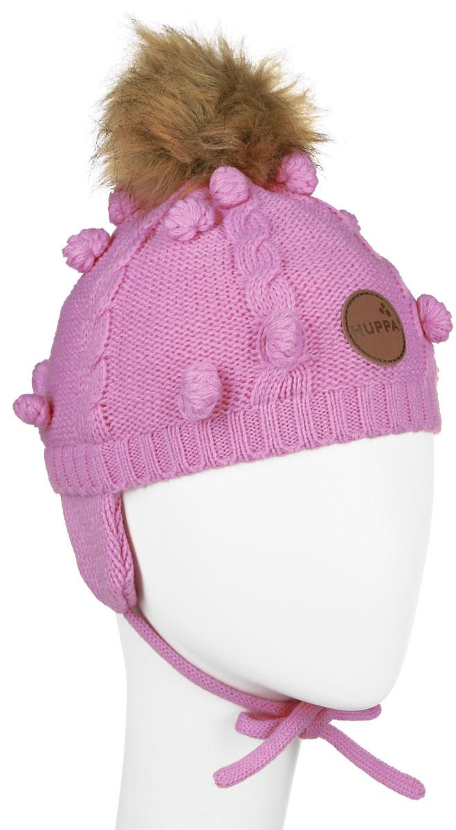 Шапка детская83570000-60013Вязанная детская шапочка Huppa Macy станет отличным дополнением к детскому гардеробу. Верх изделия изготовлен из 100% акрила, а подкладка из качественного хлопка, что обеспечивает тепло и комфорт. Благодаря эластичной вязке, шапка идеально прилегает к голове ребенка. Шапка оформлена вязанным узором, на макушке модель имеет мягкий меховой помпон. Изделие завязывается на шнурочки, пришитые сбоку к удлиненным ушкам, тем самым обеспечивает тепло в холодную погоду и защищает детские ушки от холода. Дополнена шапочка нашивкой с названием бренда. Оригинальный дизайн и расцветка делают эту шапку стильным предметом детского гардероба. В ней ребенку будет тепло, уютно и комфортно. Уважаемые клиенты! Размер, доступный для заказа, является обхватом головы.