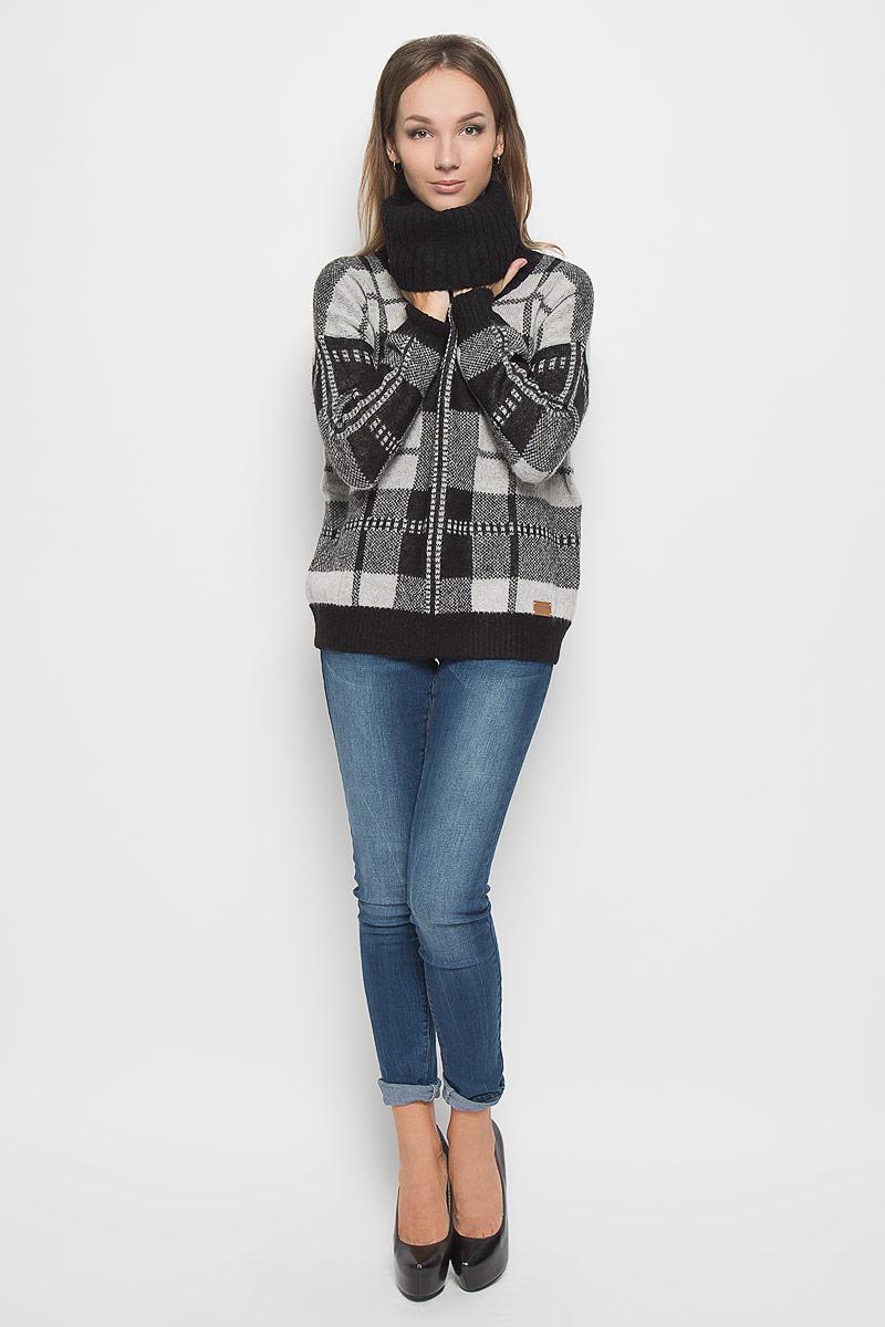 СвитерA16-171110_200Оригинальный женский свитер Finn Flare, изготовленный из комбинированной пряжи, мягкий и приятный на ощупь, не сковывает движений и обеспечивает наибольший комфорт. Модель с воротником-гольф и длинными рукавами великолепно подойдет для создания современного образа в стиле Casual. Рукава, горловина и низ изделия связаны резинкой, что предотвращает деформацию при носке. Низ модели декорирован брендовой нашивкой. Этот свитер послужит отличным дополнением к вашему гардеробу. В нем вы всегда будете чувствовать себя уютно и комфортно в прохладную погоду.