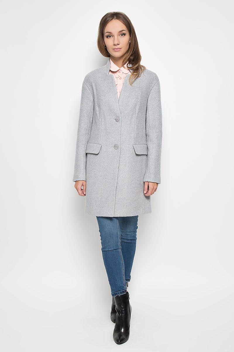 A16-11079_211Удобное женское пальто Finn Flare согреет вас в прохладную погоду и позволит выделиться из толпы. Удлиненная модель с длинными рукавами и V-образным вырезом горловины выполнена из прочного полиэстера с добавлением акрила и шерсти, застегивается на пуговицы спереди. Горловина изделия украшена вставкой, имитирующей воротник-стойку. Изделие дополнено двумя втачными карманами с клапанами. Пальто надежно сохранит тепло и защитит вас от ветра и холода. Это модное и в то же время комфортное пальто - отличный вариант для прогулок, оно подчеркнет ваш изысканный вкус и поможет создать неповторимый образ.
