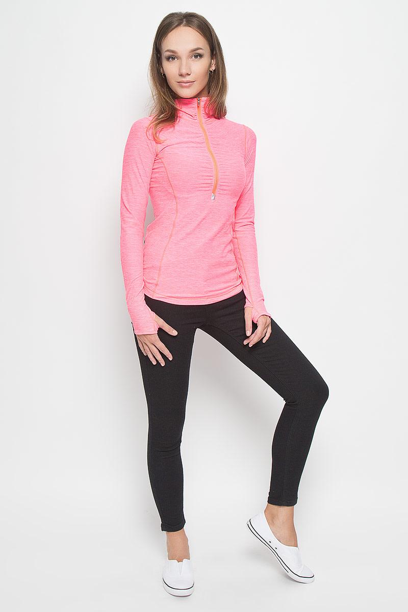 ЛонгсливWT53110/GUHЖенский лонгслив New Balance, выполненный из мягкой эластичной ткани, идеально подойдет для бега и занятий фитнесом. Модель отлично сидит и обеспечивает максимальную свободу движений. Материал тактильно приятный, позволяет коже свободно дышать, отводит влагу и сохраняет тело в сухости. Плоские эластичные швы изделия не натирают кожу. Модель с длинными рукавами и воротником-стойкой застегивается спереди на молнию. На рукавах имеются прорези для больших пальцев. Сзади расположен прорезной карман на молнии. На изделии предусмотрены светоотражающие детали для безопасности в темное время суток. Лонгслив идеально прилегает к телу и подчеркивает достоинства фигуры, абсолютно не сковывая движений. Модель подарит вам комфорт в течение всего дня!