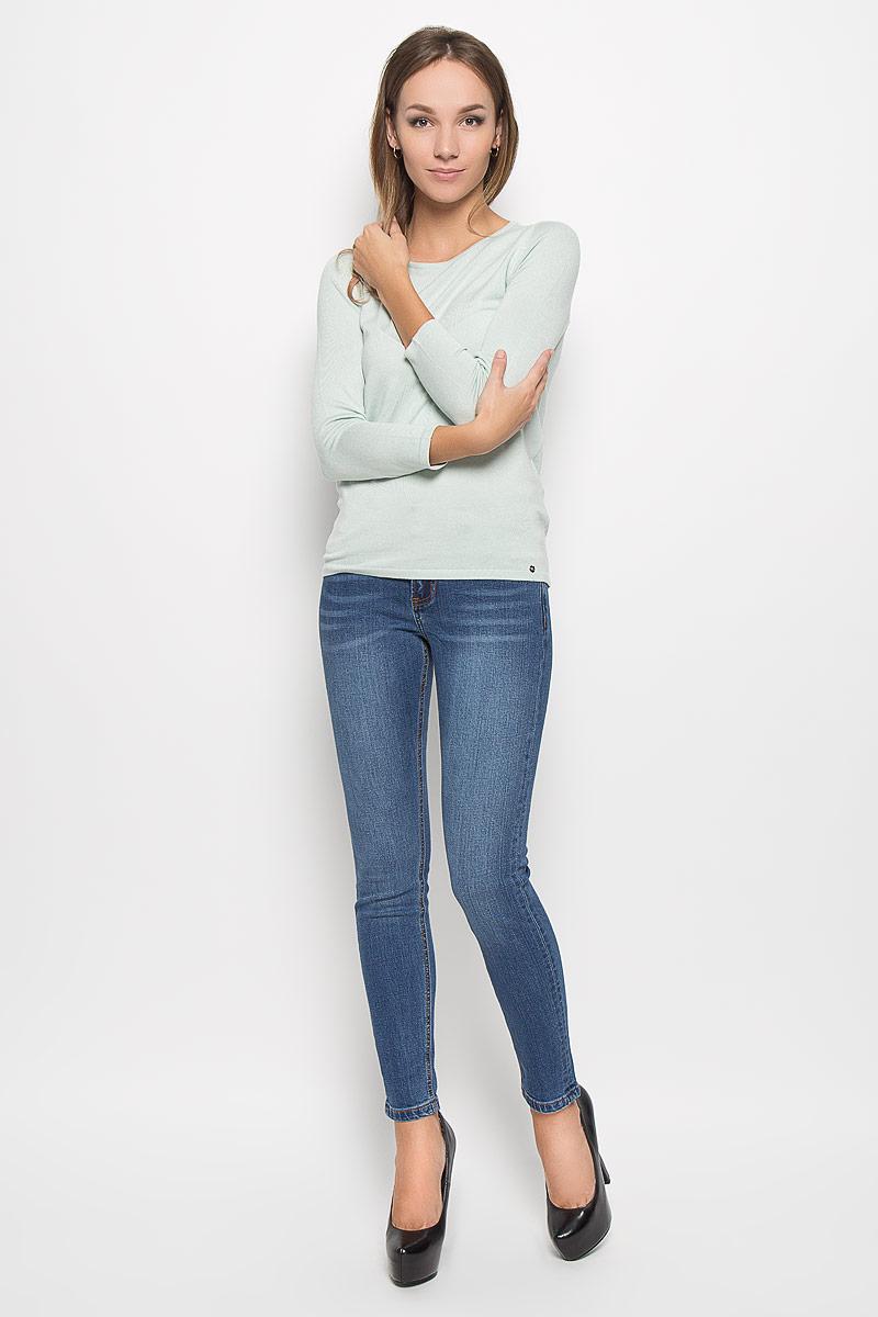 ДжинсыA16-170230_125Стильные женские джинсы Finn Flare - это джинсы высочайшего качества, которые прекрасно сидят. Они выполнены из высококачественного эластичного хлопка, что обеспечивает комфорт и удобство при носке. Модные джинсы слим стандартной посадки станут отличным дополнением к вашему современному образу. Джинсы застегиваются на пуговицу в поясе и ширинку на застежке-молнии, имеют шлевки для ремня. Джинсы имеют классический пятикарманный крой: спереди модель оформлена двумя втачными карманами и одним маленьким накладным кармашком, а сзади - двумя накладными карманами. Эти модные и в то же время комфортные джинсы послужат отличным дополнением к вашему гардеробу.
