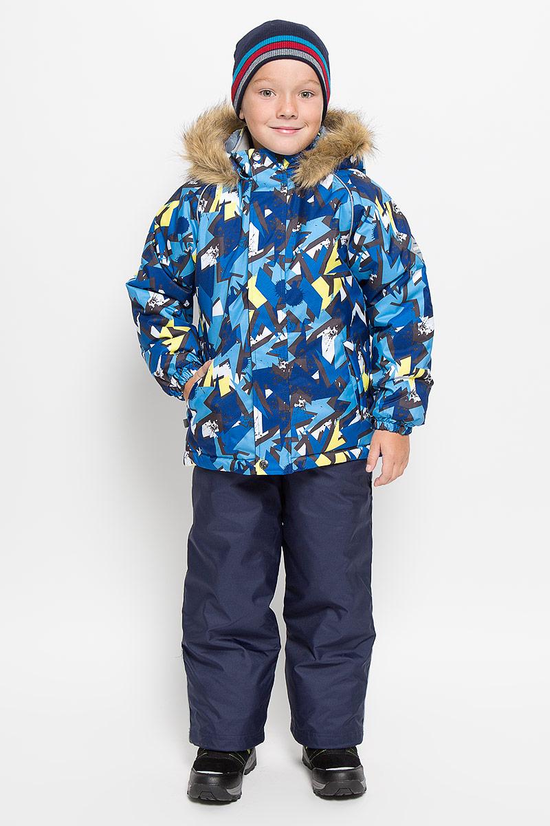 Комплект верхней одежды41480030_63420Теплый детский комплект Huppa Winter, состоящий из куртки и полукомбинезона, идеально подойдет для ребенка в холодное время года. Комплект изготовлен из водоотталкивающей и ветрозащитной ткани. Ткань с обратной стороны покрыта слоем полиуретана с микропорами, который препятствует прохождению воды и ветра, но в то же время, позволяет испаряться влаге, выделяемой телом. Материал имеет высокие показатели износостойкости. Сплетения волокон в тканях выполнены по специальной технологии, которая придает ткани прочность и предохраняет от истирания. В качестве наполнителя используется HuppaTerm - высокотехнологичный легкий синтетический утеплитель нового поколения. Уникальная структура микроволокон не позволяет проникнуть внутрь холодному воздуху, в то же время удерживая теплый между волокнами, обеспечивая высокую теплоизоляцию. Основные швы проклеены водостойкой лентой. Изделие легко стирается и быстро сохнет. Куртка с капюшоном, воротником-стойкой и рукавами-реглан...