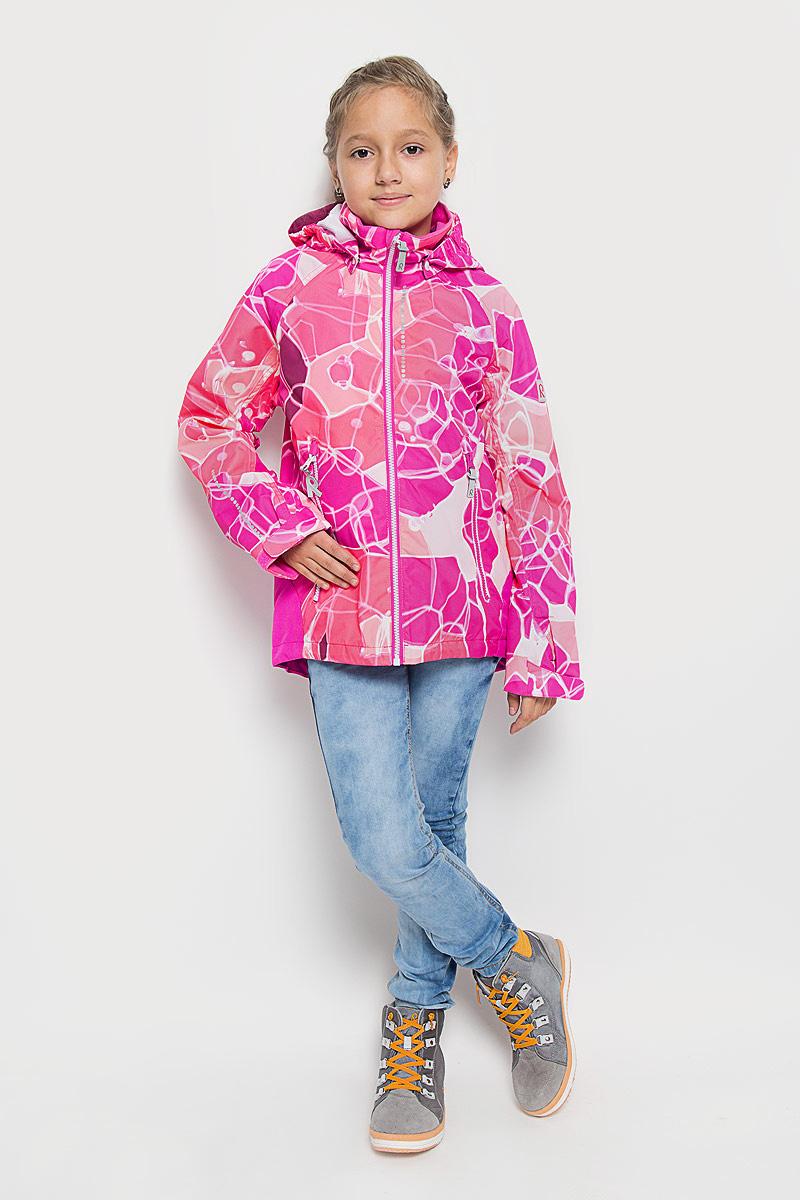 Куртка521438C_4724Детская куртка Reima Bubbly изготовлена из водоотталкивающей и ветрозащитной мембранной ткани. Материал отличается высокой устойчивостью к трению, благодаря специальной обработке полиуретаном поверхность изделия отталкивает грязь и воду, что облегчает поддержание аккуратного вида одежды, дышащее покрытие с изнаночной части не раздражает даже самую нежную и чувствительную кожу ребенка, обеспечивая ему наибольший комфорт. Куртка с капюшоном и длинными рукавами-реглан застегивается на пластиковую застежку- молнию с защитой подбородка, благодаря чему ее легко надевать и снимать, и дополнительно имеет внутреннюю ветрозащитную планку. Капюшон, присборенный по бокам, защитит нежные щечки от ветра, он пристегивается к куртке при помощи застежек- кнопок. Низ рукавов регулируется с помощью хлястиков на липучках. Мягкая подкладка на воротнике и манжетах обеспечивает дополнительный комфорт. Спинка изделия удлинена. Спереди куртка дополнена двумя прорезными карманами...