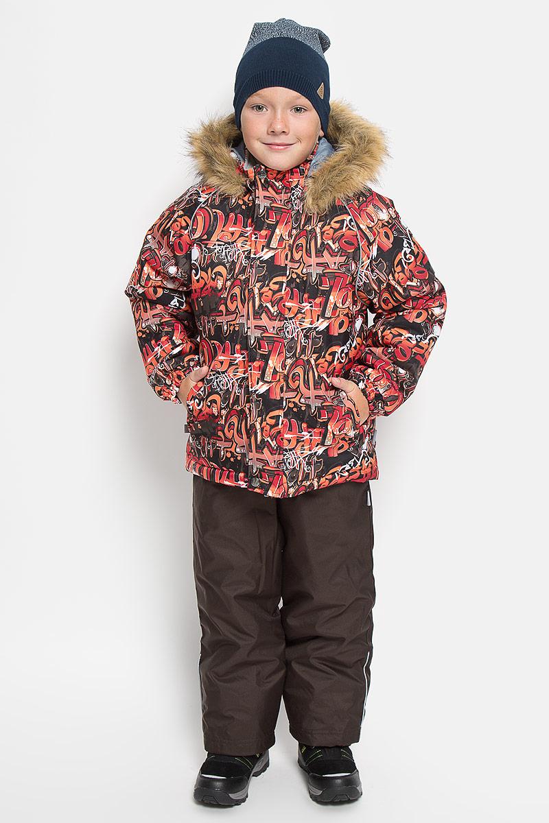 Комплект верхней одежды41480030_62207Теплый детский комплект Huppa Winter, состоящий из куртки и полукомбинезона, идеально подойдет для ребенка в холодное время года. Комплект изготовлен из водоотталкивающей и ветрозащитной ткани. Ткань с обратной стороны покрыта слоем полиуретана с микропорами, который препятствует прохождению воды и ветра, но в то же время, позволяет испаряться влаге, выделяемой телом. Материал имеет высокие показатели износостойкости. Сплетения волокон в тканях выполнены по специальной технологии, которая придает ткани прочность и предохраняет от истирания. В качестве наполнителя используется HuppaTerm - высокотехнологичный легкий синтетический утеплитель нового поколения. Уникальная структура микроволокон не позволяет проникнуть внутрь холодному воздуху, в то же время удерживая теплый между волокнами, обеспечивая высокую теплоизоляцию. Основные швы проклеены водостойкой лентой. Изделие легко стирается и быстро сохнет. Куртка с капюшоном, воротником-стойкой и рукавами-реглан...