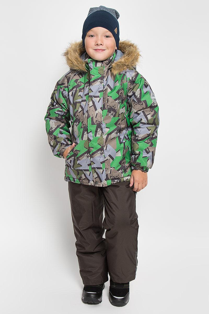 41480030_63420Теплый детский комплект Huppa Winter, состоящий из куртки и полукомбинезона, идеально подойдет для ребенка в холодное время года. Комплект изготовлен из водоотталкивающей и ветрозащитной ткани. Ткань с обратной стороны покрыта слоем полиуретана с микропорами, который препятствует прохождению воды и ветра, но в то же время, позволяет испаряться влаге, выделяемой телом. Материал имеет высокие показатели износостойкости. Сплетения волокон в тканях выполнены по специальной технологии, которая придает ткани прочность и предохраняет от истирания. В качестве наполнителя используется HuppaTerm - высокотехнологичный легкий синтетический утеплитель нового поколения. Уникальная структура микроволокон не позволяет проникнуть внутрь холодному воздуху, в то же время удерживая теплый между волокнами, обеспечивая высокую теплоизоляцию. Основные швы проклеены водостойкой лентой. Изделие легко стирается и быстро сохнет. Куртка с капюшоном, воротником-стойкой и рукавами-реглан...