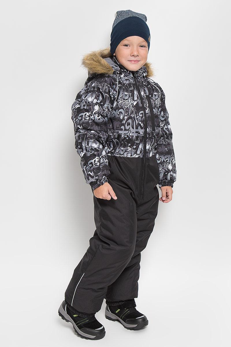 31900030_62207Теплый комбинезон для мальчика Huppa Willy идеально подойдет для ребенка в холодное время года. Модель изготовлена из водоотталкивающей и ветрозащитной ткани. Ткань с обратной стороны покрыта слоем полиуретана с микропорами, который препятствует прохождению воды и ветра, но в то же время, позволяет испаряться влаге, выделяемой телом. Материал имеет высокие показатели износостойкости. Сплетения волокон в тканях выполнены по специальной технологии, которая придает ткани прочность и предохраняет от истирания. В качестве утеплителя используется HuppaTerm - высокотехнологичный легкий синтетический утеплитель нового поколения. Уникальная структура микроволокон не позволяет проникнуть внутрь холодному воздуху, в то же время удерживая теплый между волокнами, обеспечивая высокую теплоизоляцию. Основные швы проклеены водостойкой лентой. Изделие легко стирается и быстро сохнет. Комбинированная подкладка выполнена из полиэстера, содержит мягкие флисовые вставки. ...