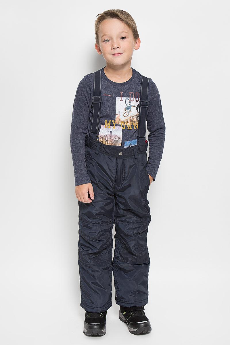 Брюки утепленныеPpc-825/101-6312Брюки для мальчика Sela идеально подойдут ребенку в холодное время года. Брюки выполнены из полиэстера. В качестве утеплителя используется 100% полиэстер. С внутренней стороны пояса предусмотрена хлопковая отделка. Брюки прямого кроя застегиваются спереди на кнопку и пуговицу и имеют ширинку на застежке-молнии. В поясе модель дополнена шлевками для ремня и двумя хлястиками с кнопками для регулировки объема. Брюки оснащены широкими эластичными бретелями на липучках, которые можно отстегнуть при желании. Бретели регулируются по длине. Спереди расположены два втачных кармашка на кнопках, сзади - два прорезных кармана на молниях и два прорезных с клапанами на кнопках. Снизу брючин предусмотрены внутренние манжеты с прорезиненными полосками, препятствующие попаданию снега и холодного воздуха. Брюки снабжены светоотражающими деталями для безопасности ребенка в темное время суток. Теплые, комфортные и практичные брюки идеально подойдут для прогулок и игр на...