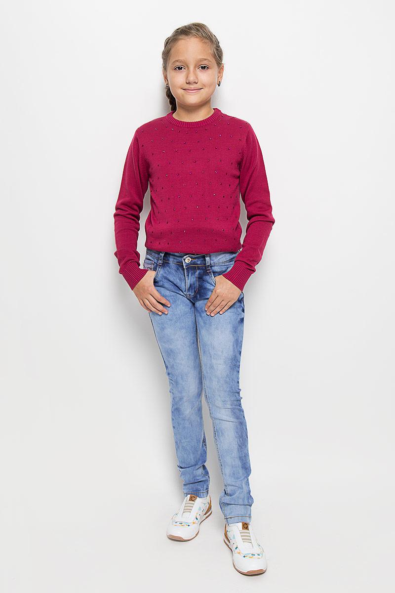 Джинсы205826Стильные джинсы для девочки Luminoso идеально подойдут вашей маленькой моднице. Изготовленные из эластичного хлопка, они необычайно мягкие и приятные на ощупь, не сковывают движения и позволяют коже дышать, не раздражают даже самую нежную и чувствительную кожу ребенка, обеспечивая ему наибольший комфорт. Джинсы на поясе застегивается на оригинальную металлическую пуговицу и имеют ширинку на застежке-молнии и шлевки для ремня. При необходимости пояс можно утянуть скрытой резинкой на пуговках. Джинсы спереди дополнены двумя втачными карманами и одним маленьким накладным кармашком, а сзади - двумя накладными карманами. Модель оформлена эффектом потертости и контрастной прострочкой. Современный дизайн и расцветка делают эти джинсы модным и стильным предметом детского гардероба. В них ваша дочурка всегда будет в центре внимания!