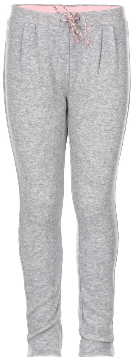 БрюкиPk-515/371-6424Утепленные брюки для девочки Sela идеально подойдут вашей маленькой моднице. Изготовленные из хлопка и полиэстера, они необычайно мягкие и приятные на ощупь, не сковывают движения и хорошо пропускают воздух, обеспечивая комфорт. Изнаночная сторона с мягким плюшевым ворсом. Брюки прямого кроя дополнены в поясе мягкой трикотажной резинкой с декоративным шнурком. Сзади расположен накладной кармашек. Спереди модель украшена складками. Современный дизайн и расцветка делают эти брюки стильным предметом детского гардероба. В них вашей принцессе будет тепло, уютно и комфортно!