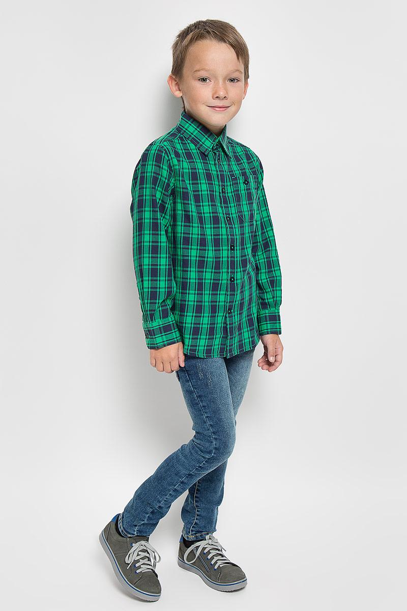 Рубашка2032207.00.82_7382Стильная рубашка для мальчика Tom Tailor, выполненная из натурального хлопка, сделает образ ребенка интересным и оригинальным. Материал мягкий и приятный на ощупь, не сковывает движения и позволяет коже дышать, обеспечивая комфорт. Рубашка с отложным воротником и длинными рукавами застегивается на пуговицы по всей длине. Манжеты рукавов также имеют застежки-пуговицы. На груди расположен накладной кармашек на пуговице. Изделие оформлено актуальным принтом в клетку. Современный дизайн, отличное качество и расцветка делают эту рубашку стильным предметом детской одежды. Обладатель такой рубашки всегда будет в центре внимания!