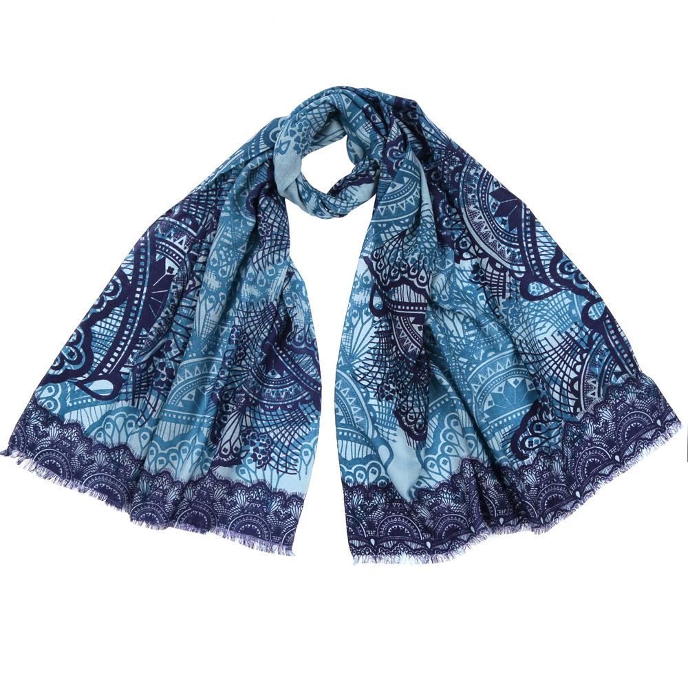 61161-1Стильный шарф поможет внести живость в любой образ, подарит уют и согреет от холодного ветра. Выполнен из высококачественного материала и оформлен оригинальным принтом.