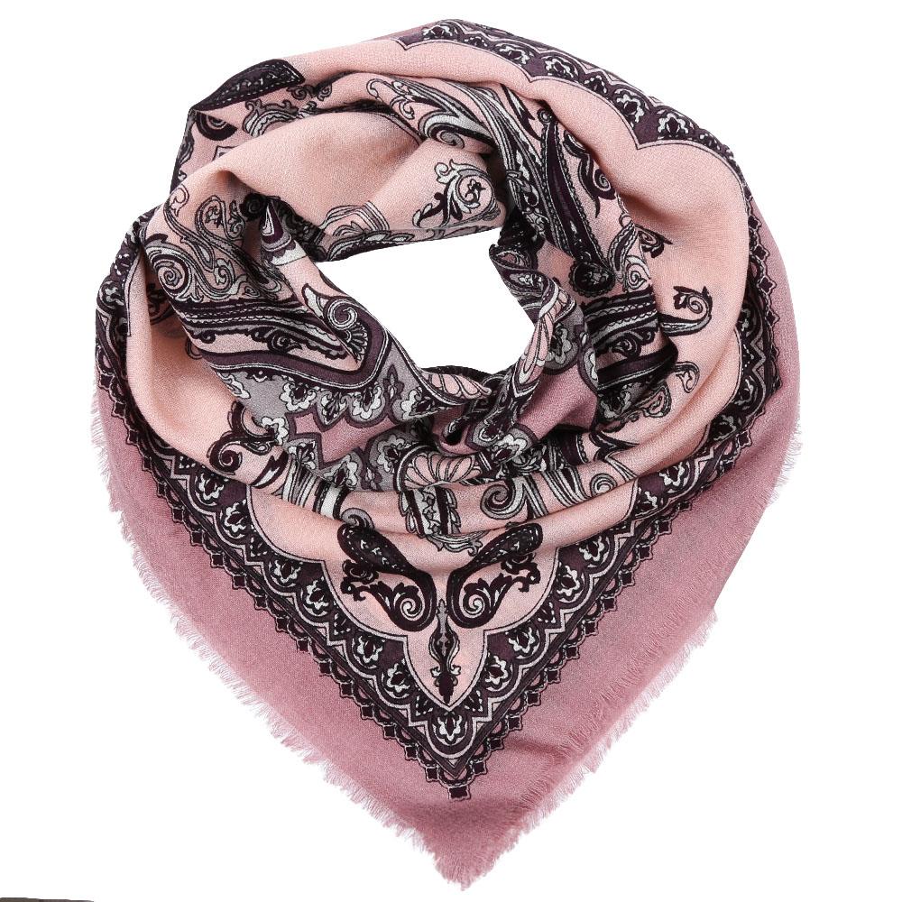 YNNT1512-1Стильный платок станет прекрасным дополнением к вашему образу. Выполнен из высококачественного материала и оформлен оригинальным принтом.
