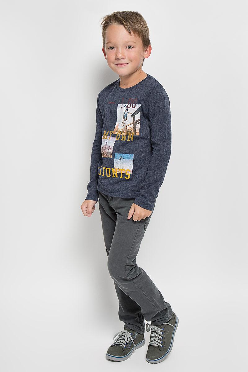 Футболка с длинным рукавом1035346.00.82_6811Лонгслив для мальчика Tom Tailor, выполненный из хлопка с добавлением полиэстера, идеально подойдет для повседневной носки. Материал мягкий и приятный на ощупь, не сковывает движения и хорошо пропускает воздух, обеспечивая комфорт. Модель с круглым вырезом горловины и длинными рукавами оформлена принтом и надписями с элементами термоаппликации. Вырез горловины дополнен мягкой трикотажной резинкой. Современный дизайн, отличное качество и расцветка делают этот лонгслив стильным предметом детской одежды. Его обладатель всегда будет в центре внимания!