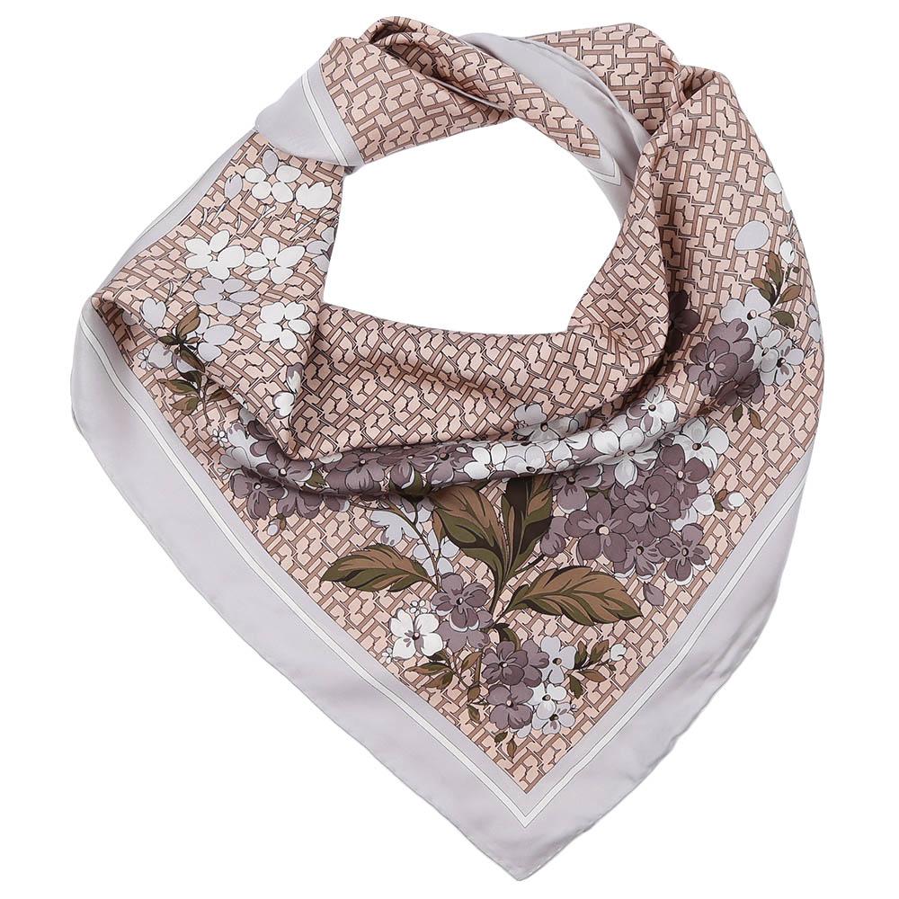 ПлатокCX1617-06-3Стильный платок станет прекрасным дополнением к вашему образу. Оформлен оригинальным принтом.