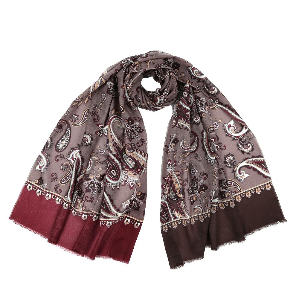 ШарфYNNT1626-12Стильный шарф поможет внести живость в любой образ, подарит уют и согреет от холодного ветра. Выполнен из высококачественного материала и оформлен оригинальным принтом.