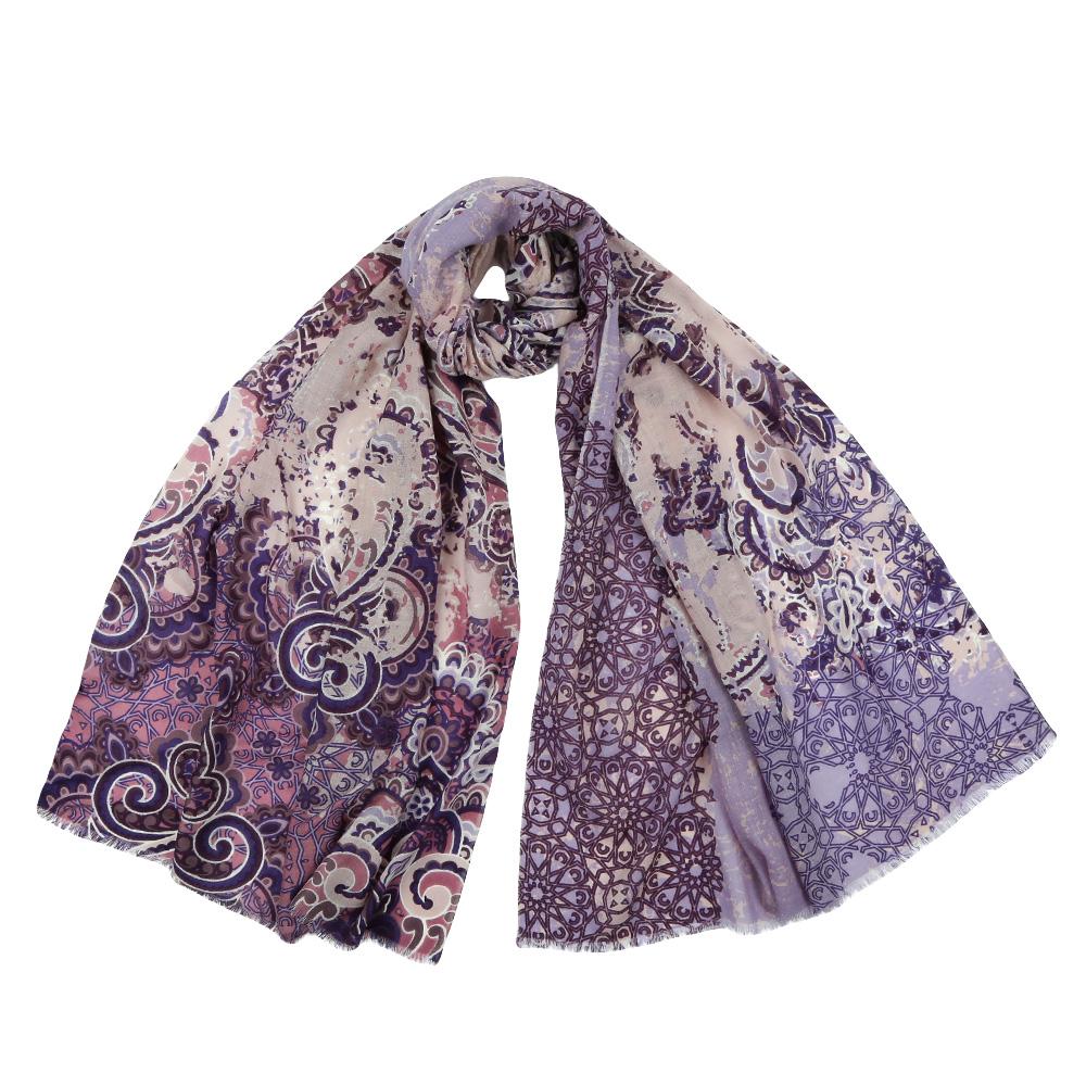 ШарфYNNT152519-10Стильный шарф поможет внести живость в любой образ, подарит уют и согреет от холодного ветра. Выполнен из высококачественного материала и оформлен оригинальным принтом.
