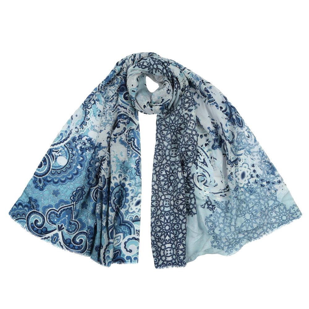 YNNT152519-10Стильный шарф поможет внести живость в любой образ, подарит уют и согреет от холодного ветра. Выполнен из высококачественного материала и оформлен оригинальным принтом.