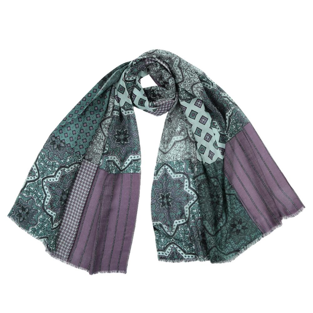 ШарфYNNT15246-1Стильный шарф поможет внести живость в любой образ, подарит уют и согреет от холодного ветра. Выполнен из высококачественного материала и оформлен оригинальным принтом.