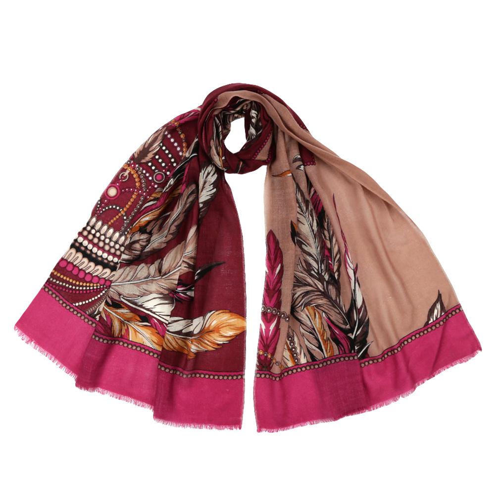 YNNT1523-10Стильный шарф поможет внести живость в любой образ, подарит уют и согреет от холодного ветра. Выполнен из высококачественного материала и оформлен оригинальным принтом.