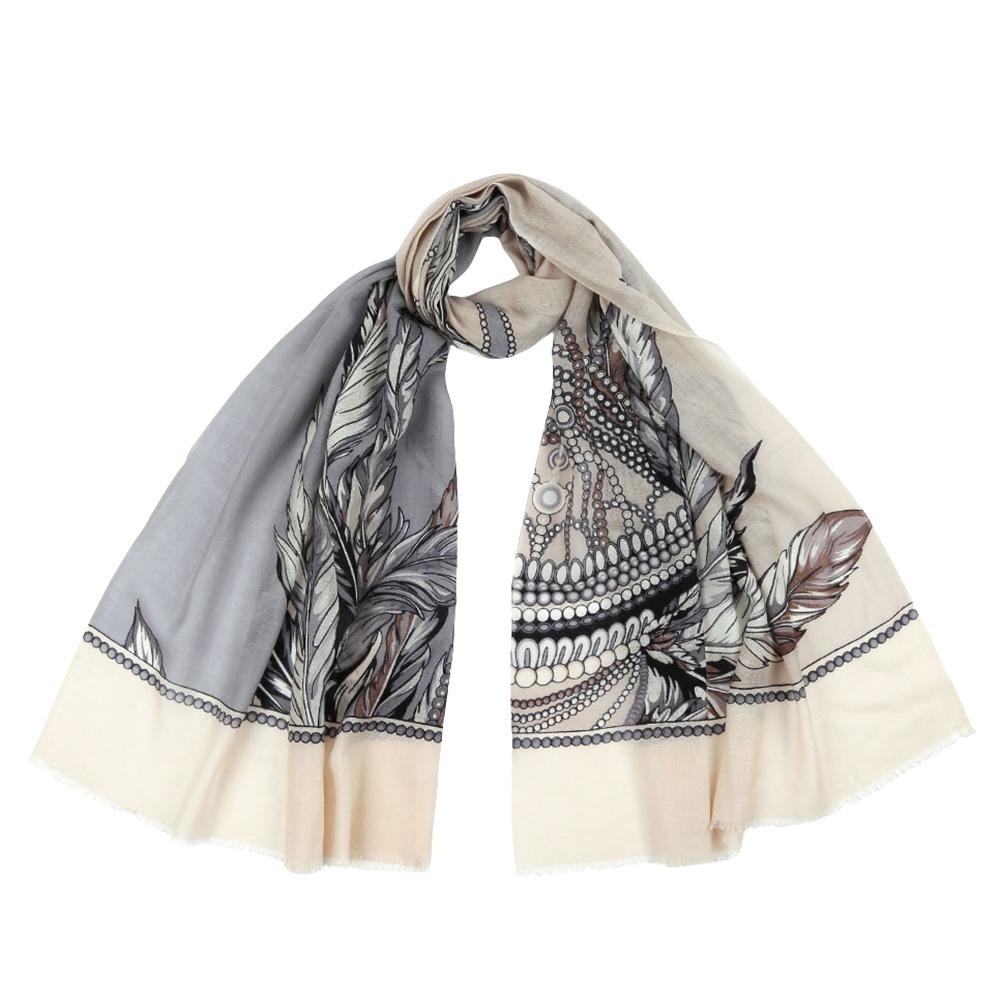 ШарфYNNT1523-10Стильный шарф поможет внести живость в любой образ, подарит уют и согреет от холодного ветра. Выполнен из высококачественного материала и оформлен оригинальным принтом.