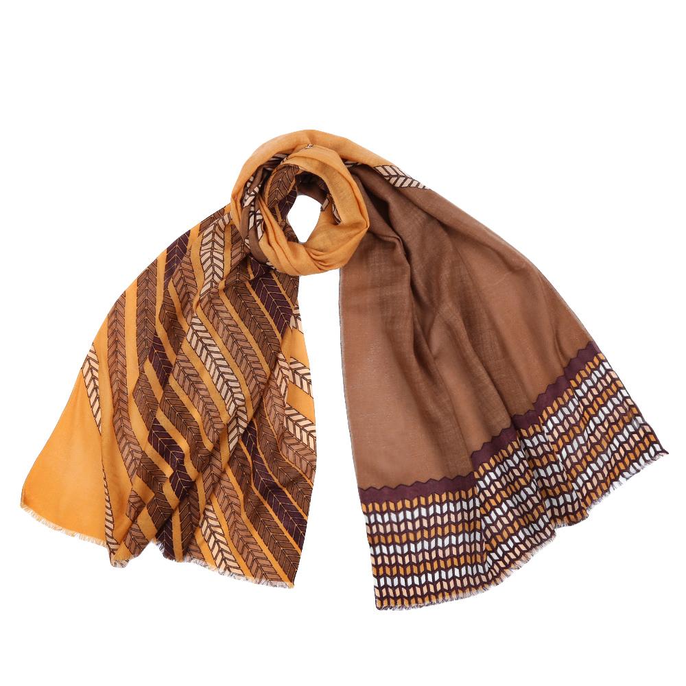 YNNT1522-15Стильный шарф поможет внести живость в любой образ, подарит уют и согреет от холодного ветра. Выполнен из высококачественного материала и оформлен оригинальным принтом.