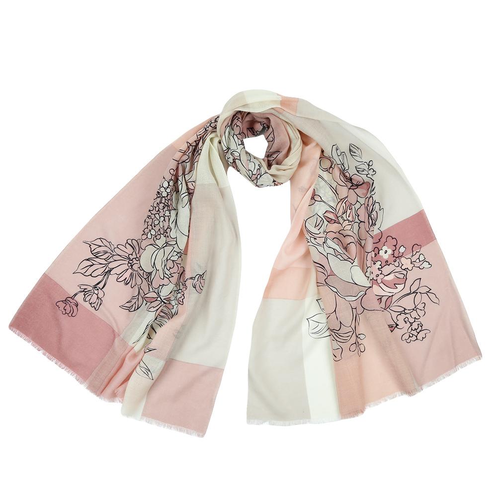 ШарфYNNT1515-02Стильный шарф поможет внести живость в любой образ, подарит уют и согреет от холодного ветра. Выполнен из высококачественного материала и оформлен оригинальным принтом.
