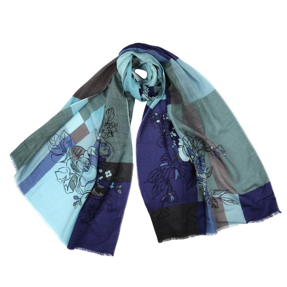 YNNT1515-02Стильный шарф поможет внести живость в любой образ, подарит уют и согреет от холодного ветра. Выполнен из высококачественного материала и оформлен оригинальным принтом.