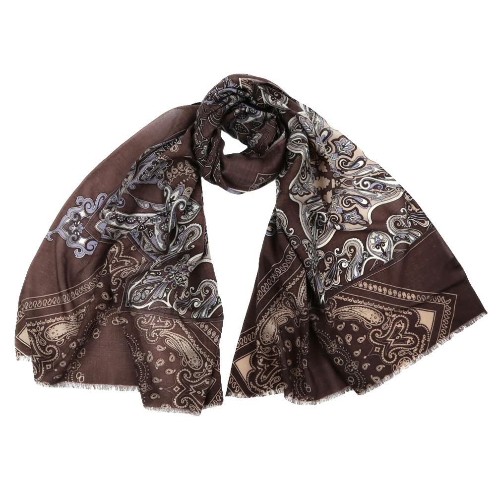 ШарфYNNT1510-1Стильный шарф поможет внести живость в любой образ, подарит уют и согреет от холодного ветра. Выполнен из высококачественного материала и оформлен оригинальным принтом.