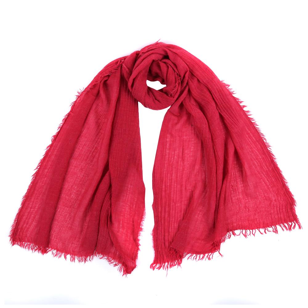 ШарфSR12656-2Стильный шарф поможет внести живость в любой образ, подарит уют и согреет от холодного ветра. Выполнен из высококачественного материала и оформлен оригинальным принтом.