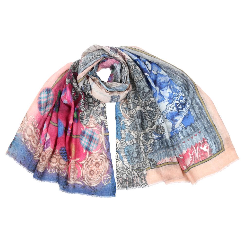 ШарфSM-1362-4Стильный шарф поможет внести живость в любой образ, подарит уют и согреет от холодного ветра. Выполнен из высококачественного материала и оформлен оригинальным принтом.