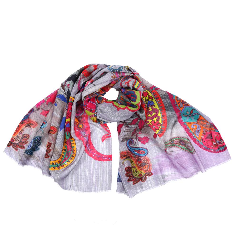 ШарфSH-15848-18Стильный шарф поможет внести живость в любой образ, подарит уют и согреет от холодного ветра. Выполнен из высококачественного материала и оформлен оригинальным принтом.