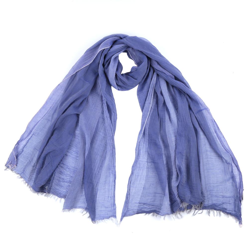 ШарфLEO1546-2Стильный шарф поможет внести живость в любой образ, подарит уют и согреет от холодного ветра. Выполнен из высококачественного материала.