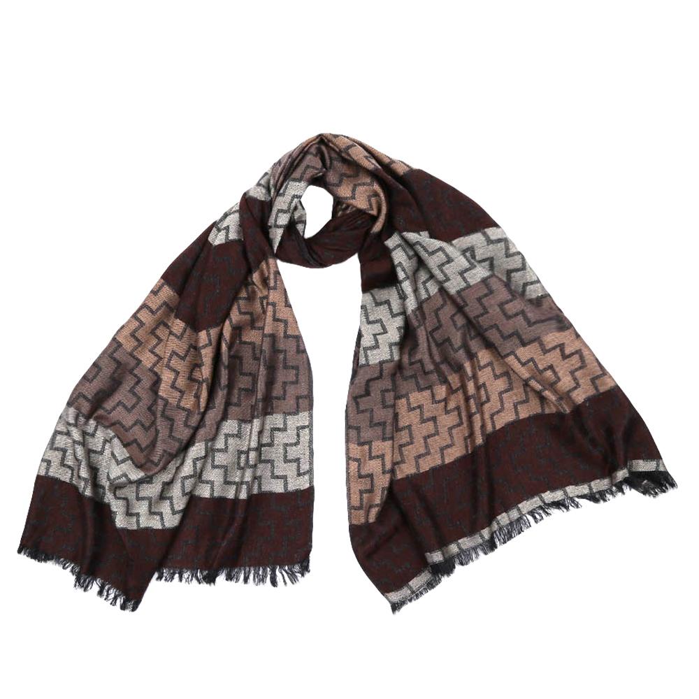 ШарфJCJ63-3Стильный шарф поможет внести живость в любой образ, подарит уют и согреет от холодного ветра. Оформлен оригинальным принтом.