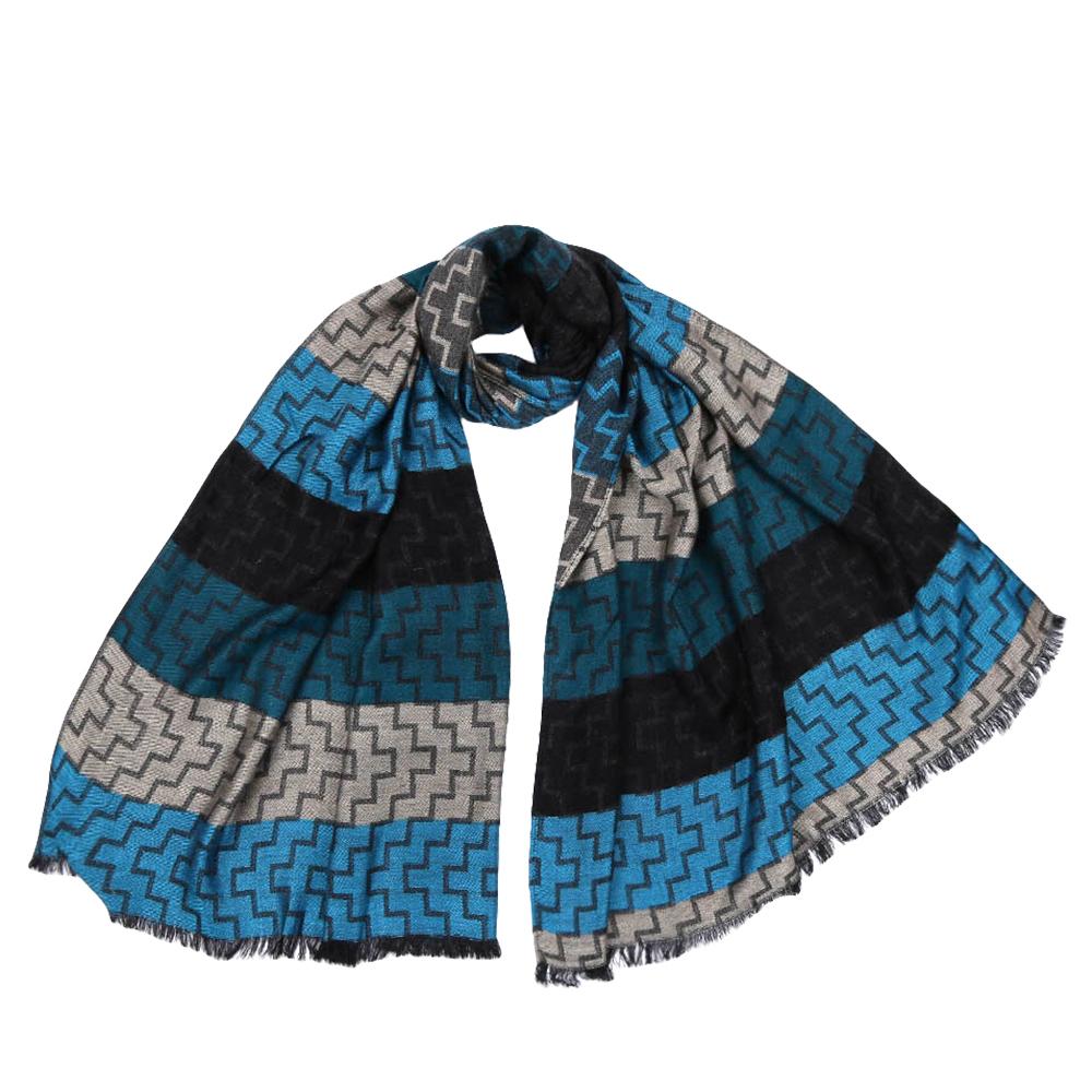 JCJ63-3Стильный шарф поможет внести живость в любой образ, подарит уют и согреет от холодного ветра. Оформлен оригинальным принтом.