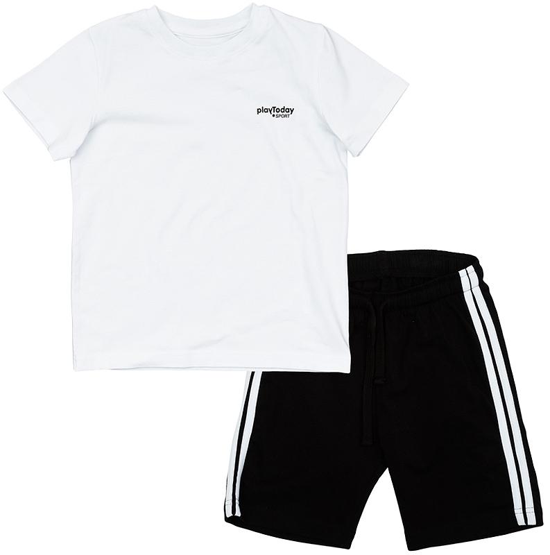 Комплект одежды360005Уютный комплект из футболки и шорт в спортивном стиле. Классическое сочетание белого верха и черного низа. Футболка украшена маленьким волным принтом с лого-лейблом. Пояс шорт на резинке, дополнительно регулируется шнурком. По бокам белые лампасы.