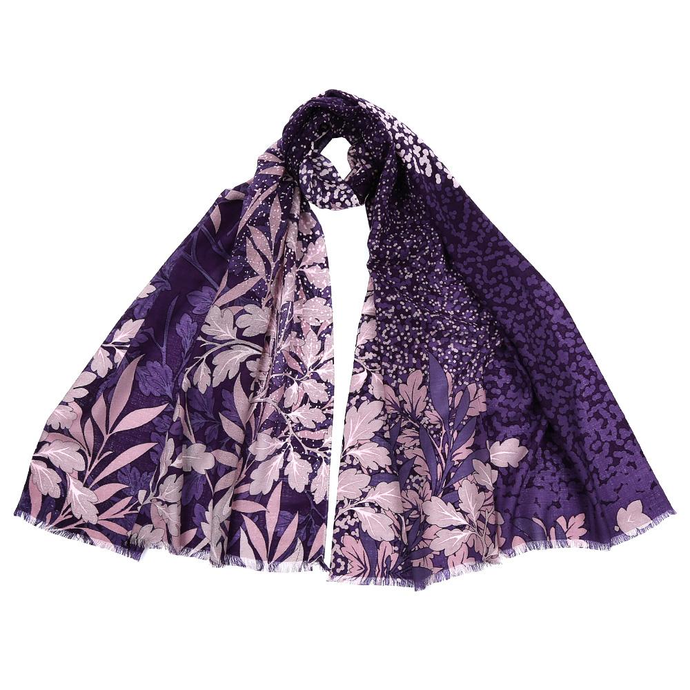 ШарфGL1602-1Стильный шарф поможет внести живость в любой образ, подарит уют и согреет от холодного ветра. Выполнен из высококачественного материала и оформлен оригинальным принтом.