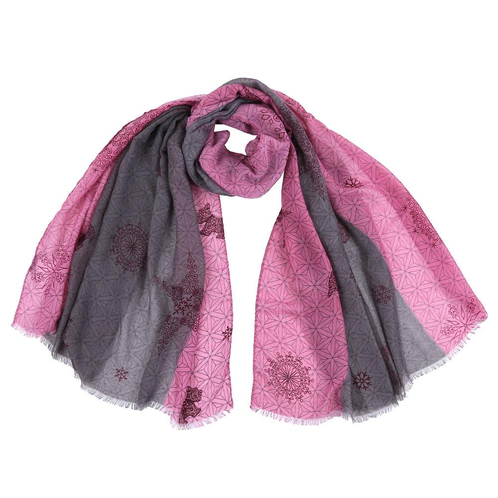 ШарфFR1504-1Стильный шарф поможет внести живость в любой образ, подарит уют и согреет от холодного ветра. Выполнен из высококачественного материала и оформлен оригинальным принтом.