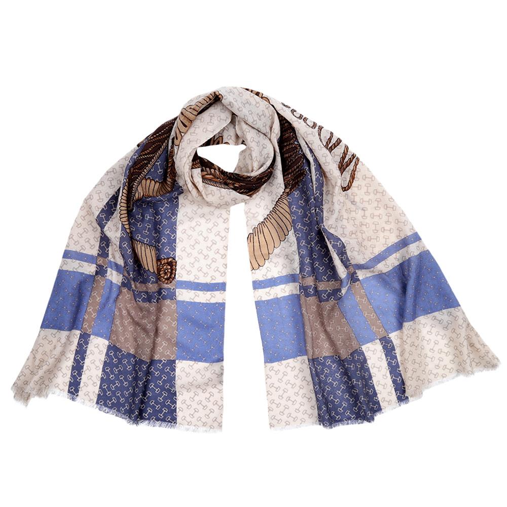 ШарфFIL376-10Стильный шарф поможет внести живость в любой образ, подарит уют и согреет от холодного ветра. Выполнен из высококачественного материала и оформлен оригинальным принтом.