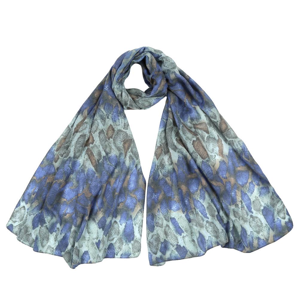 ШарфF1555-1Стильный шарф поможет внести живость в любой образ, подарит уют и согреет от холодного ветра. Выполнен из высококачественного материала и оформлен оригинальным принтом.