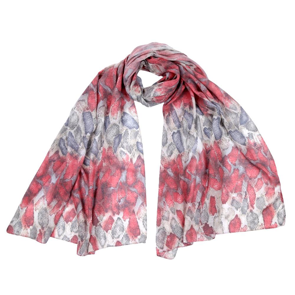 F1555-1Стильный шарф поможет внести живость в любой образ, подарит уют и согреет от холодного ветра. Выполнен из высококачественного материала и оформлен оригинальным принтом.