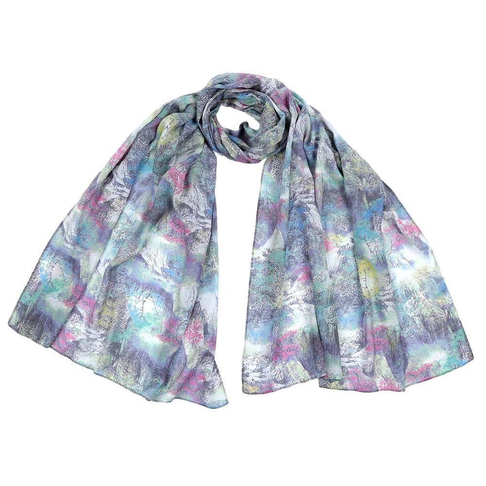 ШарфF1549-4Стильный шарф поможет внести живость в любой образ, подарит уют и согреет от холодного ветра. Выполнен из высококачественного материала и оформлен оригинальным принтом.
