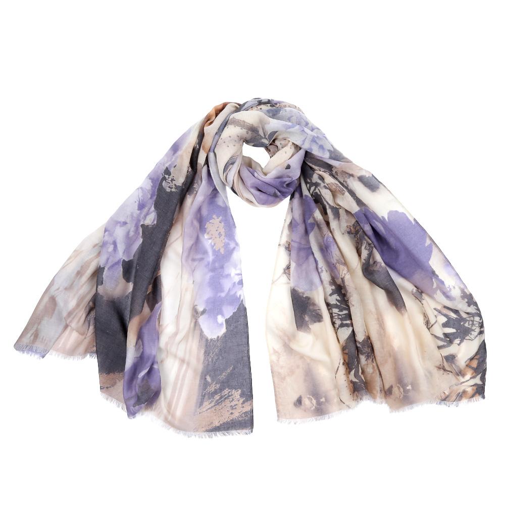 F1539Стильный шарф поможет внести живость в любой образ, подарит уют и согреет от холодного ветра. Выполнен из высококачественного материала и оформлен оригинальным принтом.