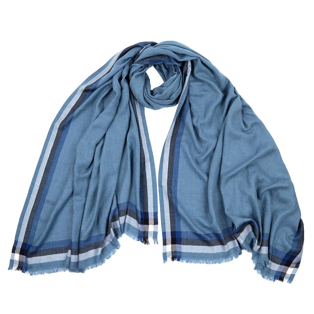 ШарфF1528-1Стильный шарф поможет внести живость в любой образ, подарит уют и согреет от холодного ветра. Выполнен из высококачественного материала и оформлен оригинальным принтом.