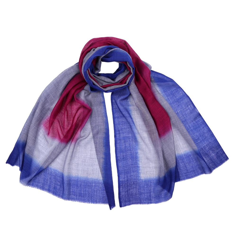 ШарфAA-4495-FuxiaСтильный шарф поможет внести живость в любой образ, подарит уют и согреет от холодного ветра. Выполнен из высококачественного материала и оформлен оригинальным принтом.