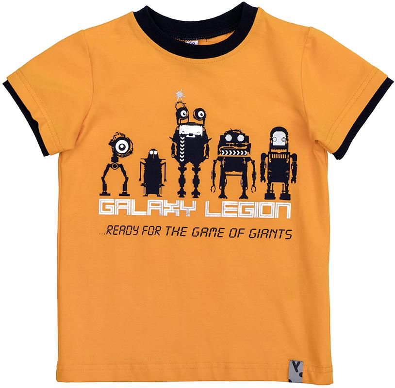361075Яркая хлопковая футболка с короткими рукавами. Украшена стильным фольгированным принтом с крутым металлическим эффектом. На воротнике и рукавах эластичная бейка контрастного цвета.