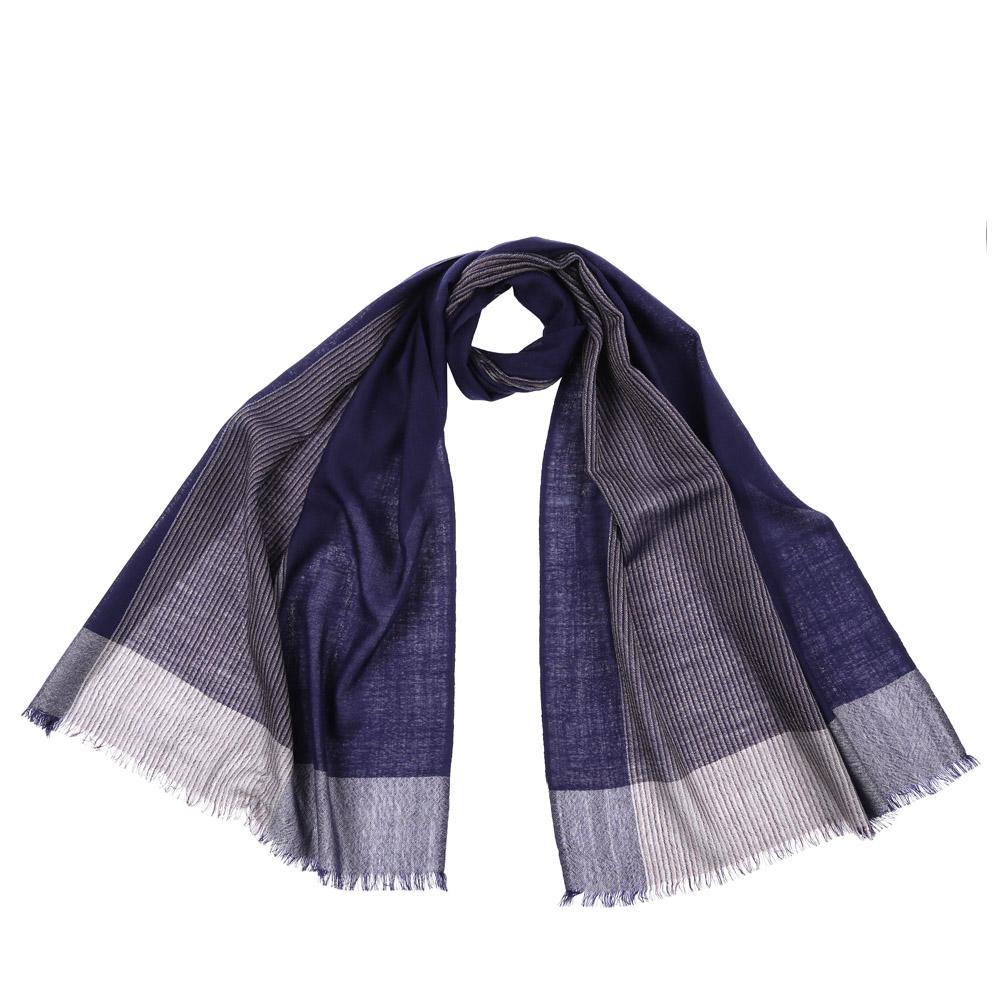 61218-1Стильный шарф поможет внести живость в любой образ, подарит уют и согреет от холодного ветра. Выполнен из высококачественного материала и оформлен оригинальным принтом.