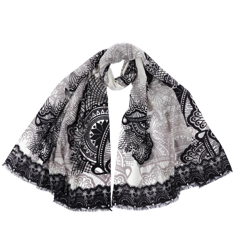 Шарф61161-1Стильный шарф поможет внести живость в любой образ, подарит уют и согреет от холодного ветра. Выполнен из высококачественного материала и оформлен оригинальным принтом.